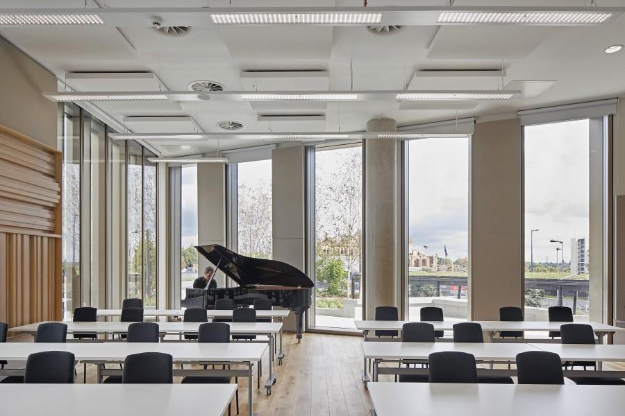 Kawneer glazing systems help crown a landmark conservatoire