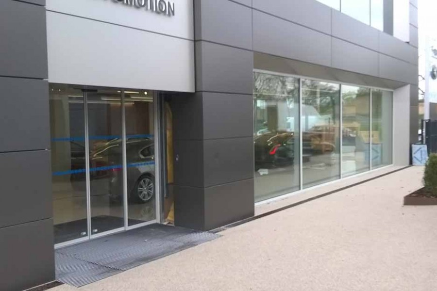 Dural and SureSet hit top gear to provide beautiful resin flooring for prestigious Jaguar Land Rover showroom
